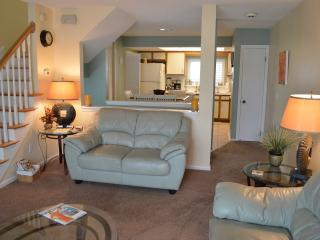 New Furnishings- 3/3 townhome, steps to the sand! - Jacksonville Beach vacation rentals