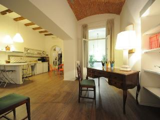 PARIDE - Romantic Flat in Florence