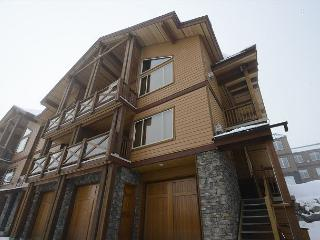 North 201 - Great Location with Fantastic Views of the Monashee Mountains, Big White