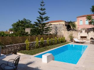 Knossos Incredible Village House Pr Pool-All Year!, Heraklion