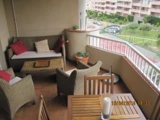 WIFI AND ALL DAY SUN IN PEACEFUL PENTHOUSE, Fuengirola