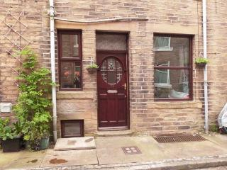 BROUGHTON HOUSE, king-size beds, close to amenities, great base for walking, Ref 911737, Hebden Bridge