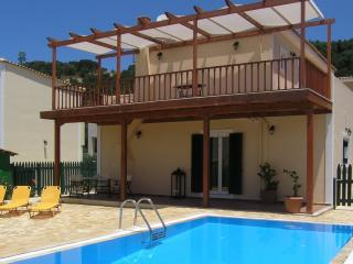 VILLA w/PRIVATE POOL nearBEACH, Tsilivi