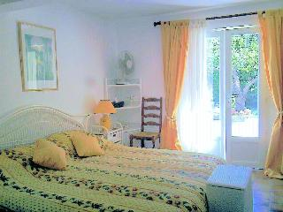Double bedroom with super king-size bed or two large singles