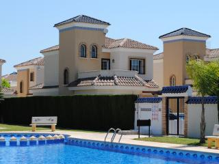 GUARDAMAR POOLSIDE 3BED VILLA, Guardamar del Segura