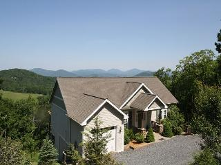 A Grandview stunning mountain home, top of the world views, sleeps 6, Boone