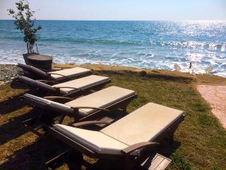 Luxary Villa On the Beach 2BR, Pervolia