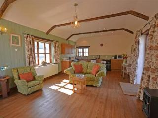 Primrose Cottage Dog Friendly with exercise meadow, Marhamchurch