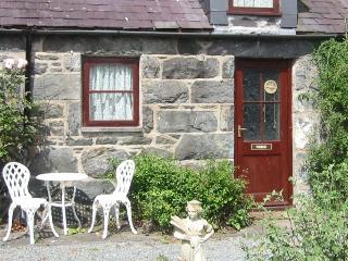 Stables Cottage In the grounds of historic house, Rowen
