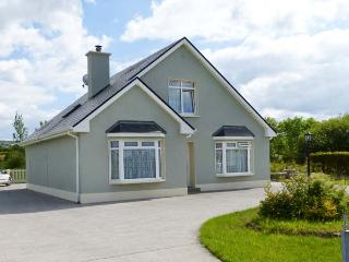 MARGARET'S HOUSE, country views, ground floor bedroom, family-friendly cotage near Abbeyfeale, Ref. 28308