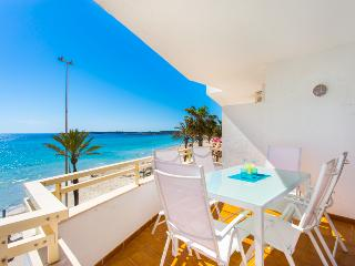 Apartment looking onto the beach in Cala Millor