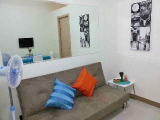 Cozy 1BR Condo Unit near NAIA1 w/ WIFI+Cable, Paranaque
