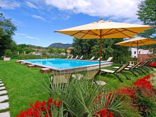 Central San Felice apartment with pool and wifi, San Felice del Benaco