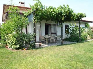 Cozy home in the quiet area ., Sirmione