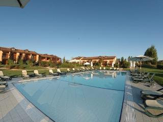 Peschiera 3 bedroom apartment with pool and golf, Peschiera del Garda