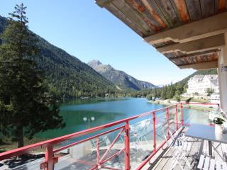 Beautiful Lakeside Apartment, Champex