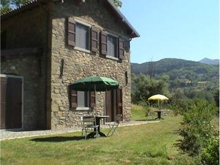 Ibdependent double bedrooms with iprivate bathroom, Castiglione di Garfagnana