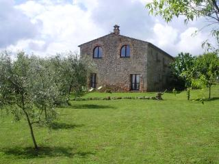 In the countryside, 10 minutes from Siena, Monteriggioni