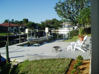 Hidden Harbor - your tropical oasis, Cape Coral