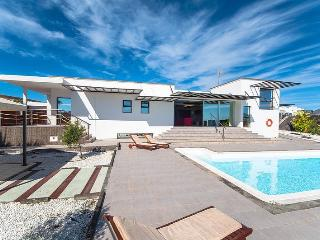 LUXURY VILLA IN PLAYA BLANCA LANZAROTE, Playa Blanca