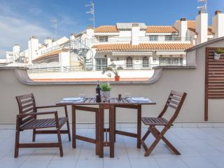 HELEN: 1 Minute to Beach-Nice Terrace, Sitges