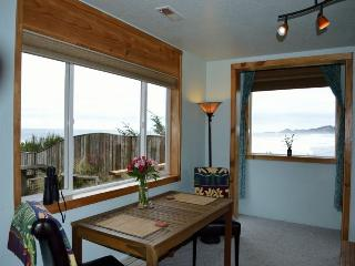 Oceanwind Retreat. oceanfront, pet friendly., Newport