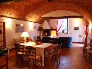 Warm 2 bedroom villa situated not far from Florence features shared pool and garden, Londa