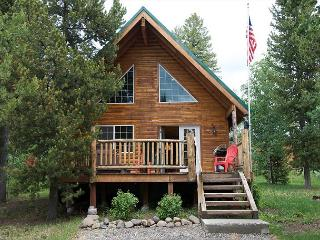 Luxury Mountain Lodge, Hot Tub, Close to Yellowstone and Harriman Park..., Island Park