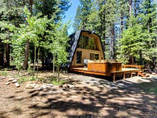 Private hot tub, shared pool, beach club on Donner Lake, Truckee