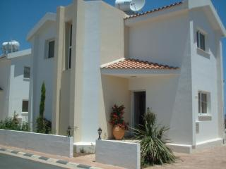 D2 CASTLE VILLAS FANTASTIC LOCATION BEACH 50 metre, Protaras