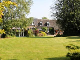 Les Freuberts - Holiday Cottage with heated pool, Landivy