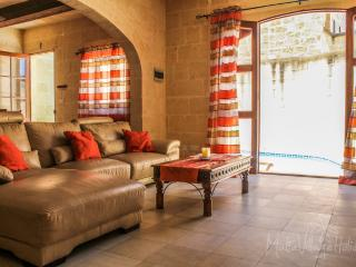 Tal-Bniet rustic villa with pool, Nadur