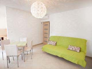 New cosy flat at sandy beach, Omis