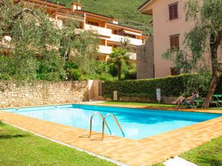 2 bedroom bright apartment with swimmingpool, Assenza