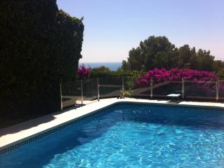 Lovely villa w/pool and sea view btw BCN & Sit, Castelldefels