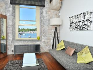Drake's Wharf with sea view - one bed, Plymouth