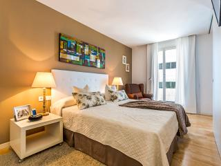 Homearound Rambla Suite & Pool - Luxury (1BR_61D) -  5% OFF AUGUST STAY, Barcelona