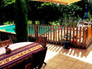 Coulon Holiday Home with Pool in Beautiful Village