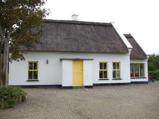 BALLYVAUGHAN HOLIDAY COTTAGE, Ballyvaughan