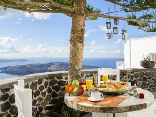 Romantic getaway in Firostefani, amazing sea views, Santorini