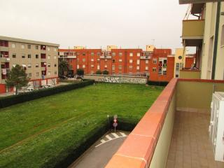 Comfortable Tuscan holiday apartment in Rosignano Solvay with balcony, sleeps up to 6