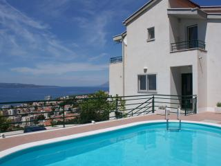 Pink Apartment NEW IN OFFER IS BREAKFAST, Makarska