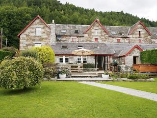 Granary Court - luxurious, with hot tub & saun, Kenmore
