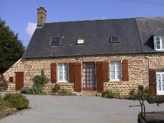 Brittany Holiday Gite with heated pool, Saint-Georges-de-Reintembault