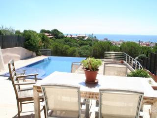 New modern house with infinity pool, Calella