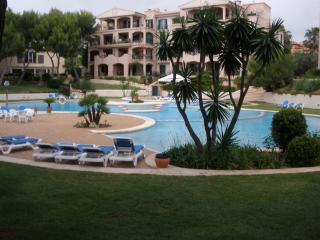 A14. Quiet, nice flat with a huge pool and gardens, Santa Ponsa
