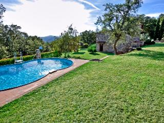 Privat pool in the large fenced and panoramic garden of the villa