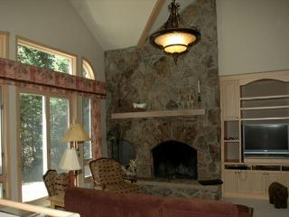 Large and spacious 4 bedroom. Backs to forest land. Sleeps 9!!!, Winter Park