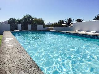 Stunning villa -11mtr Private pool Hot tub  WiFi, Teguise