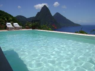 Tamarind House - 4 Bedrooms - Sea Views, Soufriere